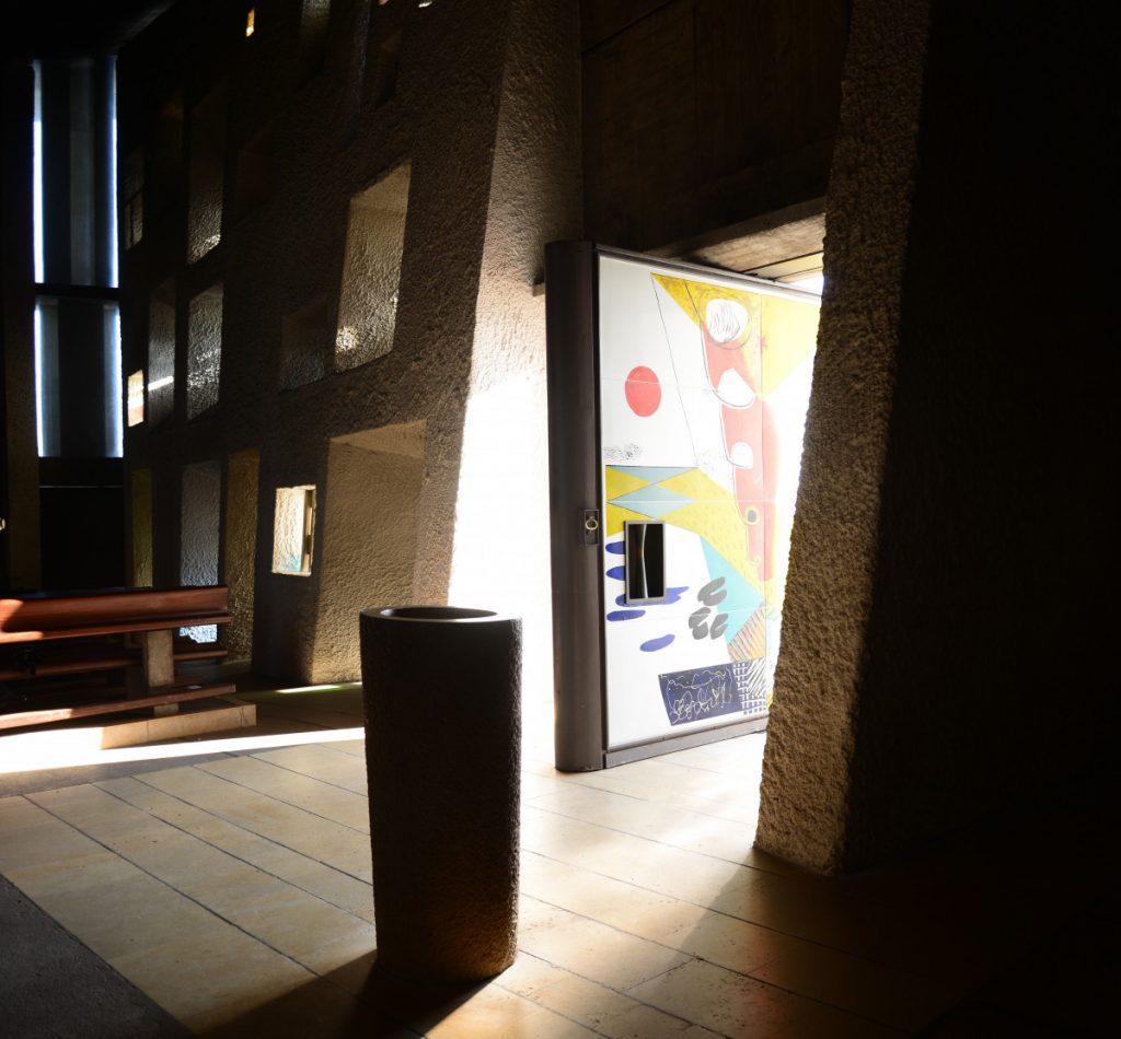 Chapelle Le Corbusier Ronchamp interieur et porte sud