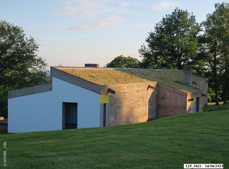 L'abri du pèlerin façade nord Le Corbusier Ronchamp