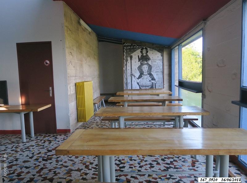 L'abri du pèlerin refectoire Le Corbusier Ronchamp