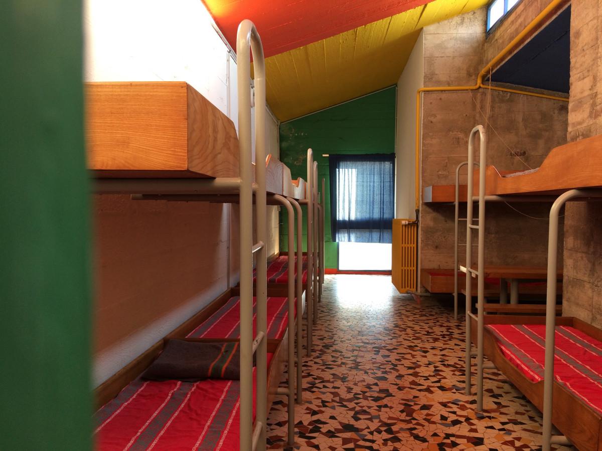 L'abri du pèlerin grand dortoir Le Corbusier Ronchamp