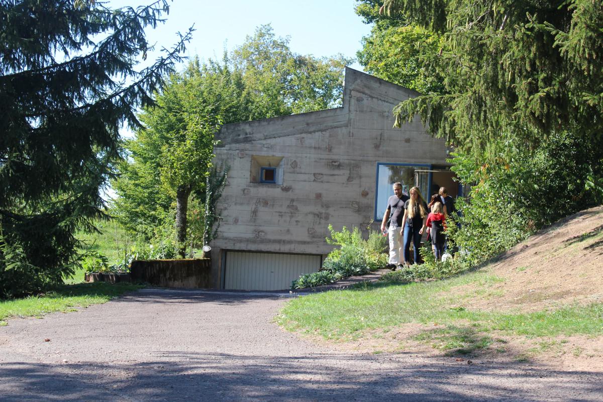 la maison du chapelai entrée Le Corbusier Ronchamp