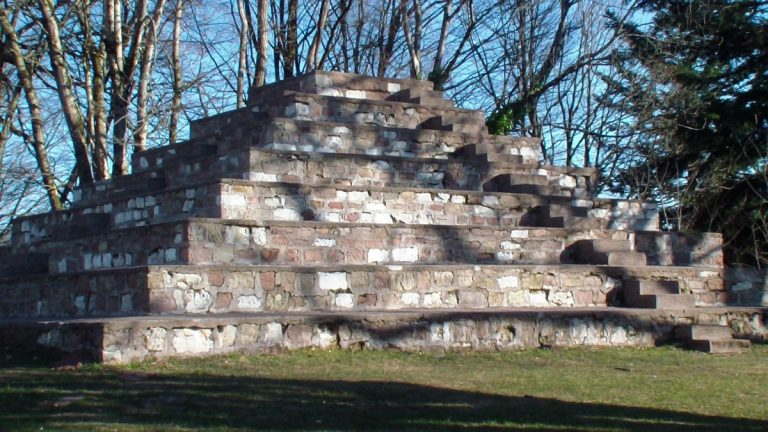 La pyramide de la paix le Corbusier Ronchamp